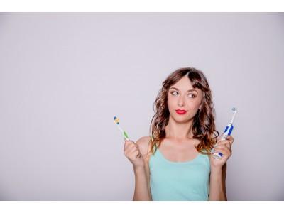 Какая зубная щетка лучше: электрическая или обычная?